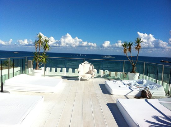 Hotel Es Vive: Roof terrace at daytime
