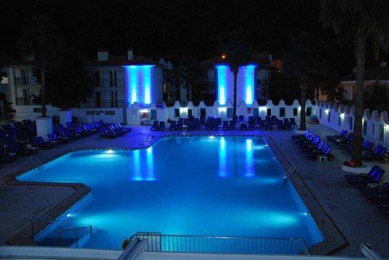 Karbel Hotel: Wieczorkiem