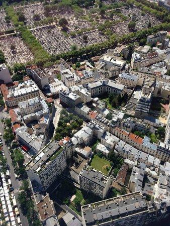Central Hotel Paris : Vista dell'hotel da Tour Montparnasse