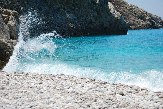 Karbel Hotel : Plaża przy skałach
