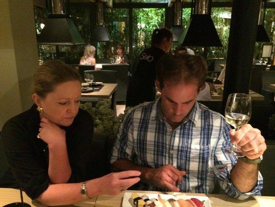 Seito Restaurant Sushi & Grill : Choosing which sashimi to eat