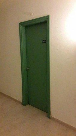 Falcon Hills Hotel: Room