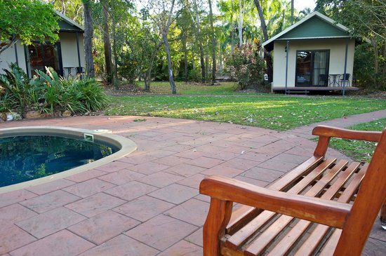 Mary River Wilderness Retreat & Caravan Park: Chic cabins around secluded pool