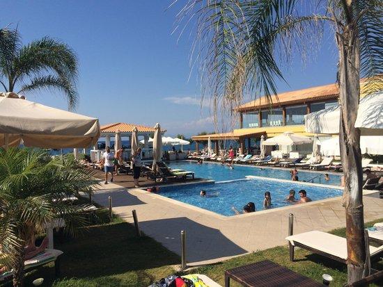 Villa Di Mare Luxury Suites : Uitzicht op poolbar