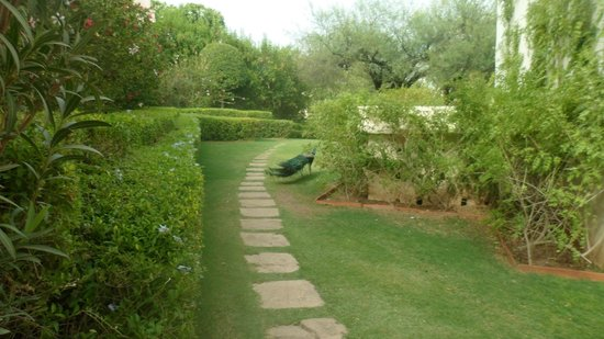 Trident Udaipur: way to udaivillas