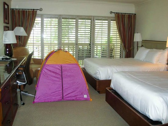 Rancho Bernardo Inn: Room with Kids Rule tent setup