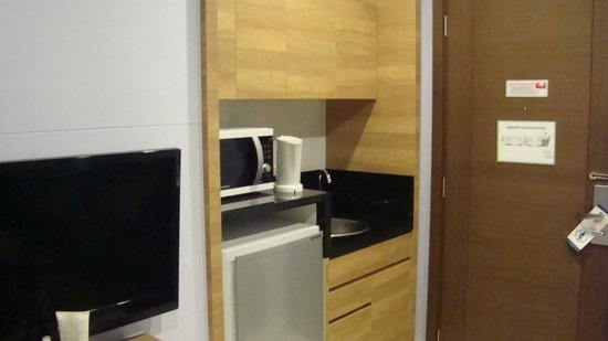Kantary Beach Hotel Villas & Suites Khao Lak: Мини кухня