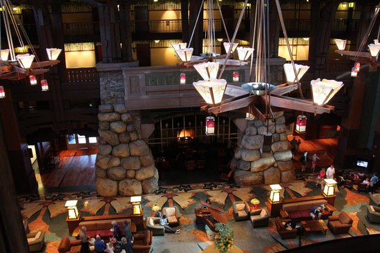 Disney's Grand Californian Hotel & Spa: Fireplace in Grand Reception