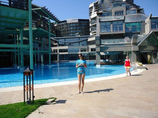 Limak Lara De Luxe Hotel&Resort: Один из нескольких бассейнов