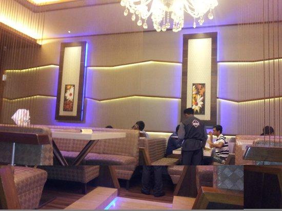 Amar Juice Centre: The interiors