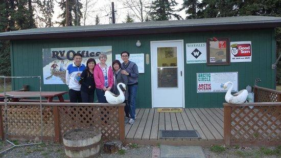 Riverview RV Park: With our host, Lezlie.