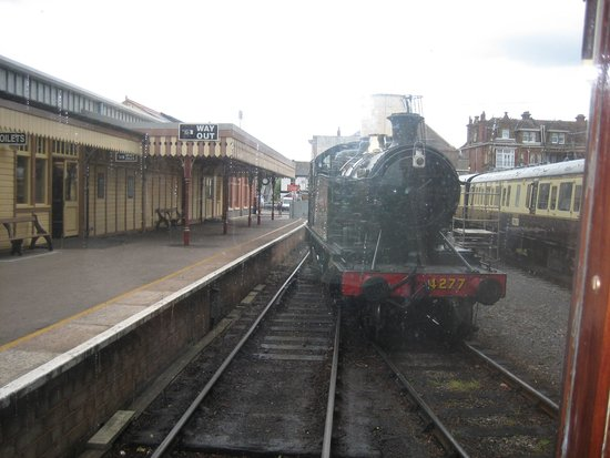 Dartmouth Steam Railway and River Boat Company: Enging running round train @ Paignton from observation car