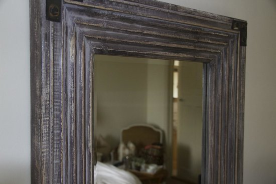 Driftwood Hotel : Mirror, mirror on the wall..