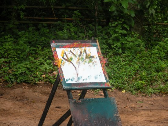 Tour East Thailand : Painting by the elephant