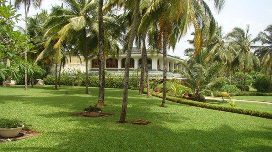 Taj Exotica Resort & Spa Goa: EXCELLENT LAWNS