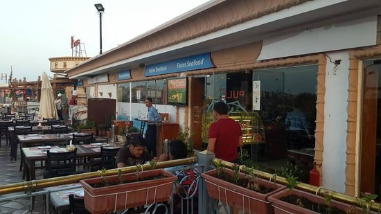 Fares Seafood - IL Mercato: Outdoor seating