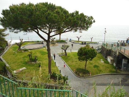 Maronti Beach: Piazza Maronti