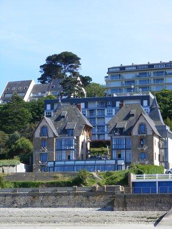 Hotel Restaurant Ker Mor : Hotel from beach