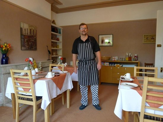 Midhurst: Chef Andrew in his lovely dining room. Him and his wife are lovely friendly hosts