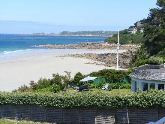 Hotel Restaurant Ker Mor : Beach from hotel garden