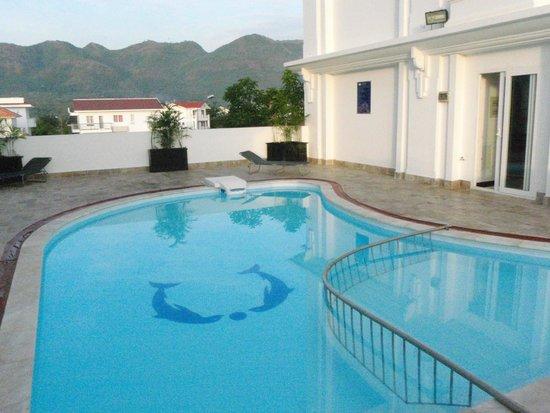 Paragon Hotel : Бассейн (отгорожена зона для детей - помельче)