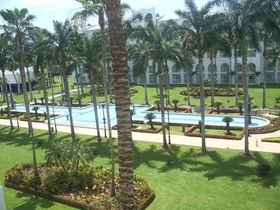 ClubHotel RIU Jalisco: View from room, theatre to left and reception to right