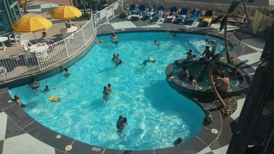 The StarLux Hotel & Suites : Pool