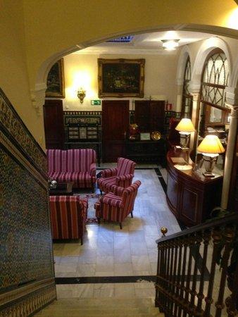 Hotel Europa: Recepción desde escaleras