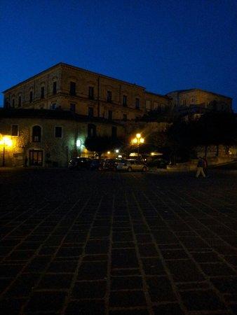 Antichi Feudi Dimora d'Epoca: La piazza antistante