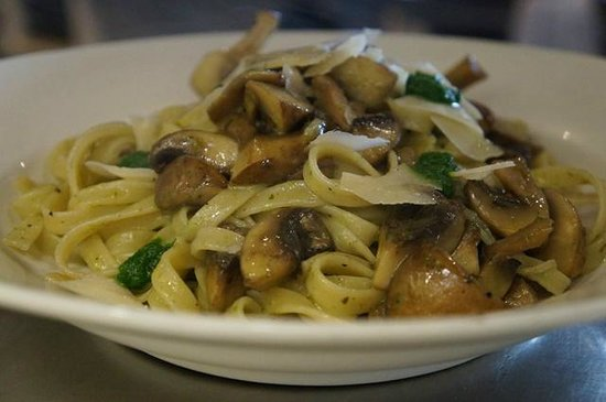 Moresco Restaurant : Fettuccine with roasted field mushrooms, truffled butter and parmesan