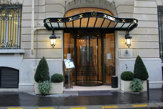 Majestic Hotel Spa Paris: Entrance