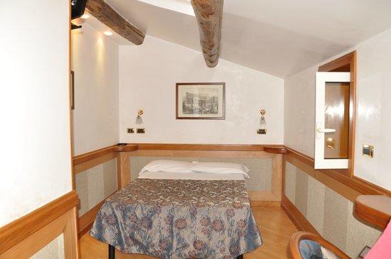 Hotel Santa Prassede : Скромный номер