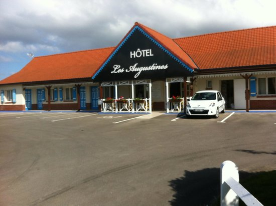 Les Augustines: View of hotel entrance