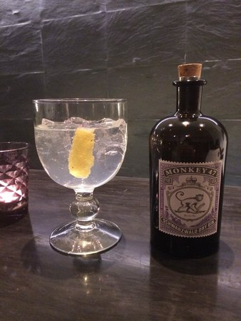 Praia Verde Boutique Hotel: Amazing selection of gins!