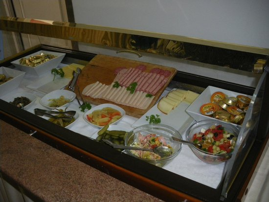 Hotel Tartini: Solo uno dei tanti buffet per il breakfast!