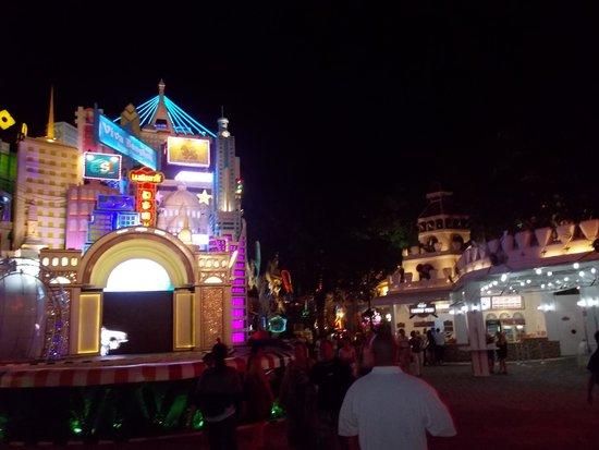 Phuket FantaSea: プーケットファンタシー