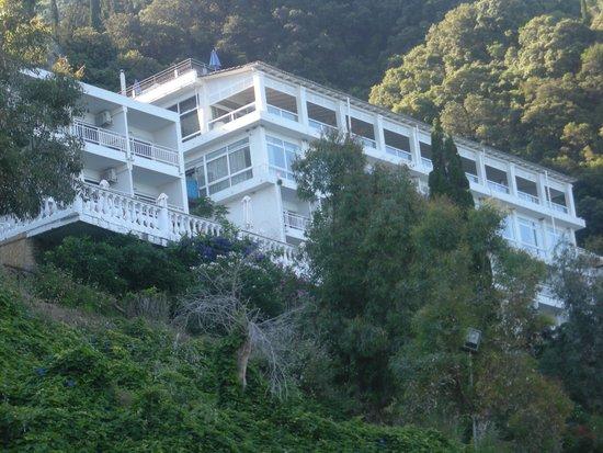 Mayor La Grotta Verde Grand Resort: View of the hotel from the beach