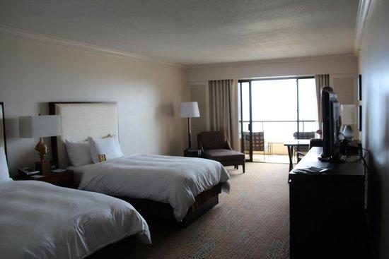 Hilton Hawaiian Village Waikiki Beach Resort : Spacious Double Bed Room