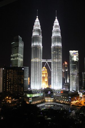 Traders Hotel, Kuala Lumpur : The view from the Traders Club floor during the night