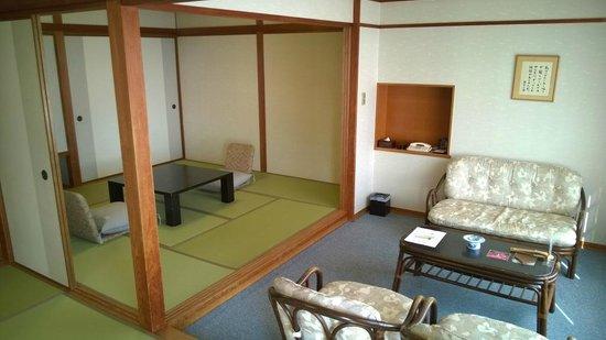 Shiraraso Grand Hotel : 12.5 tatami + 8 tatami room