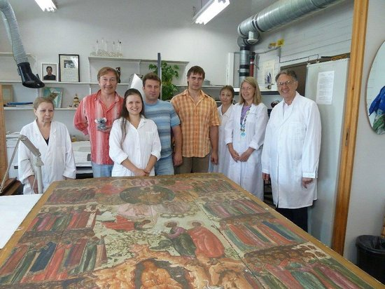 UlkoTours -Day Tours : Team of restirfation scientists at Tretiakov gallery private tour