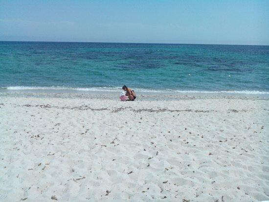 Cala Fiorita : Plage avec une eau très claire et propre. La pente est cependant trop rapide