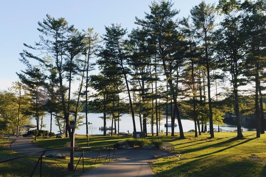 Woodloch Pines Resort: The beautiful grounds.