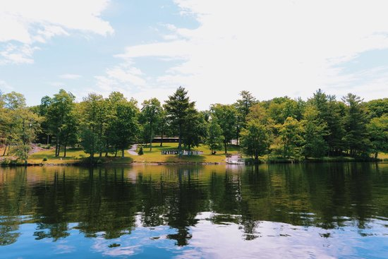 Woodloch Pines Resort: Our view from the scenic boat ride.