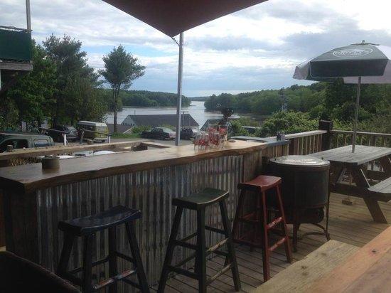 Broad Bay Bistro : Outdoor bar overlooking the Medomak River.