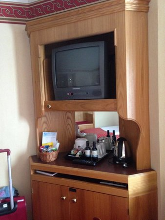 Radisson Blu Royal Viking Hotel, Stockholm : Who uses these tv?!