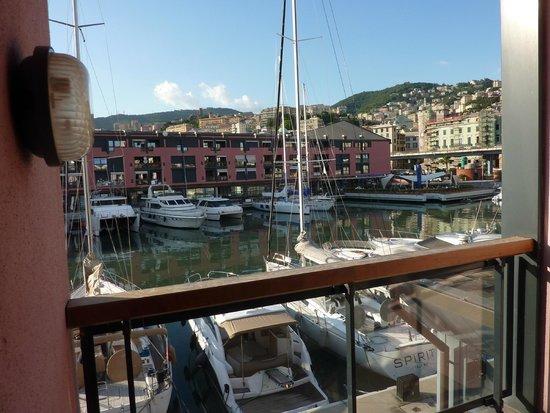 NH Collection Genova Marina: Вид из номера