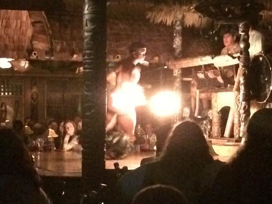 Mai-Kai Restaurant & Lounge: Fire Show