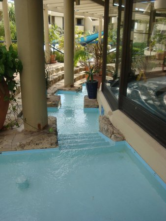 Silver Sands Resort : out side water fall