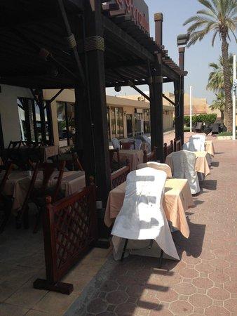 Ras Al Khaimah Hotel: By the pool side